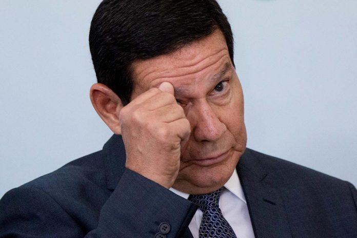Vice-presidente Mourão testa negativo ao coronavírus, mas continuará isolado
