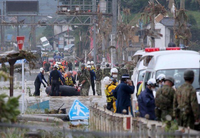 No Japão, chuvas provocam deslizamentos e deixam mortos e desaparecidos