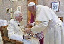 Ex-papa Bento XVI está gravemente doente, diz jornal