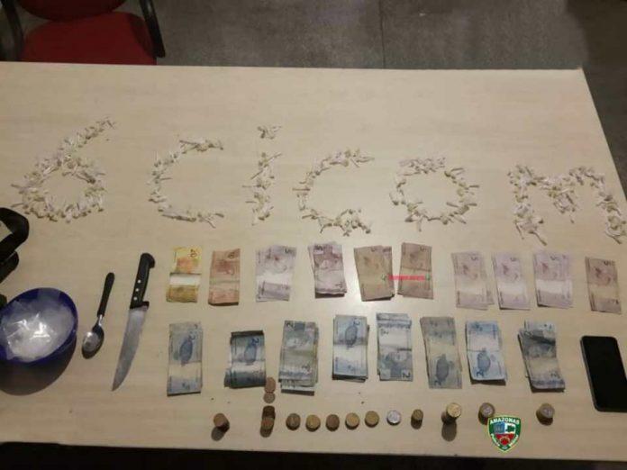 Jovem é detido com drogas e dinheiro na zona norte neste domingo
