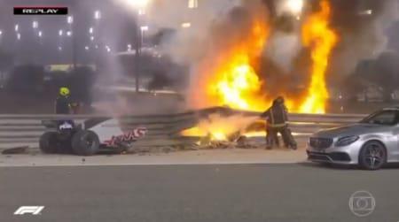 Fómula 1: carro quebra ao meio e pega fogo em acidente forte