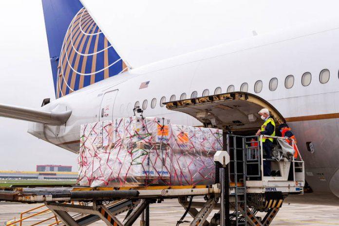 Avião parte hoje para buscar 2 milhões de doses da vacina de Oxford