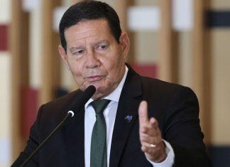 Não tinha como prever o que ia acontecer com nova cepa em Manaus, diz Mourão