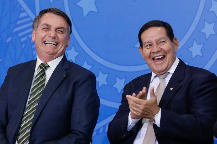 Mourão, ao contrário de Bolsonaro, diz que tomará vacina contra a covid-19