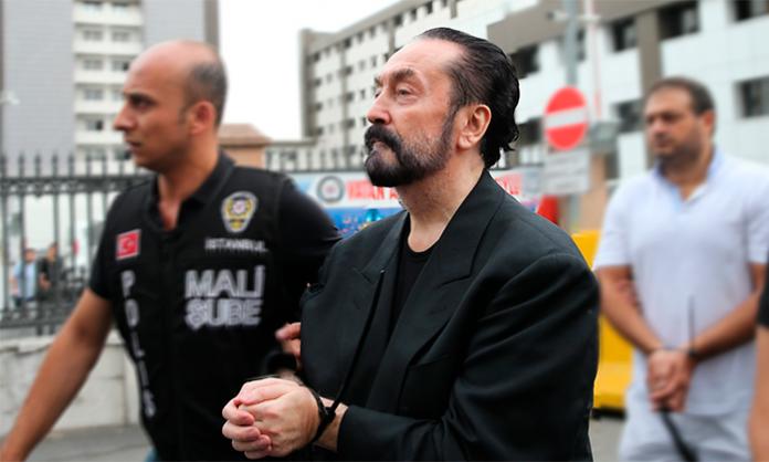 Líder de seita sexual condenado a mil anos por abuso de mulheres
