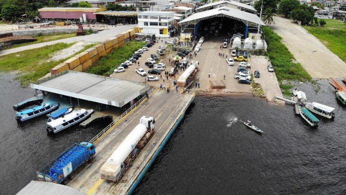 Carretas de oxigênio chegam em Manaus para abastecer os hospitais