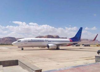 Boeing 737-500 some do radar logo após decolar na Indonésia