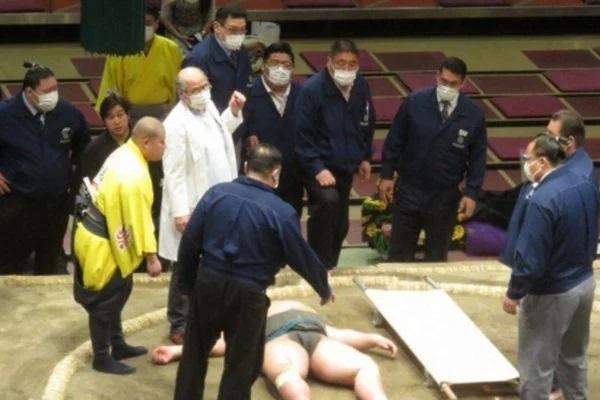Lutador de sumô morre aos 28 anos após pancada na cabeça; veja vídeo